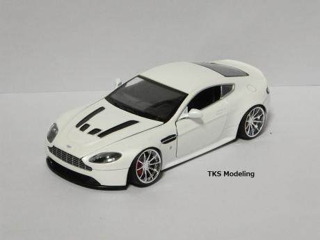 アストンマーティン V12 ヴァンテージ (9)