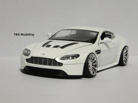 アストンマーティン V12 ヴァンテージ (14)
