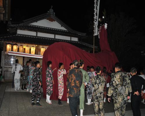 丸穂牛鬼(神社での練り)