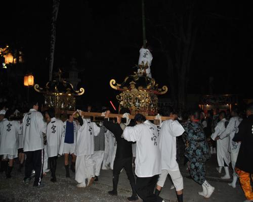 神輿(神社での練り)