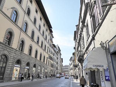 フィレンツェの街は青空