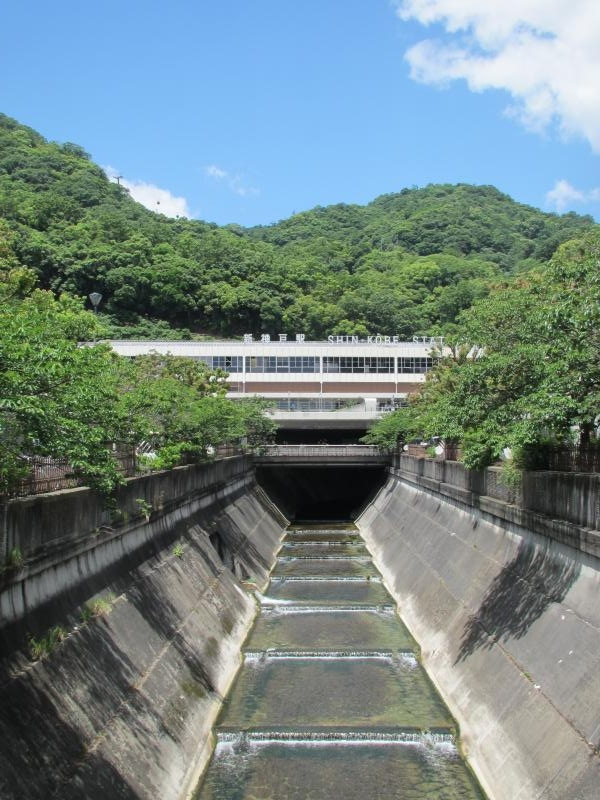 新神戸駅生田川