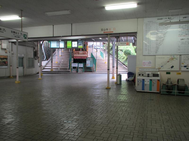 宝山寺駅3
