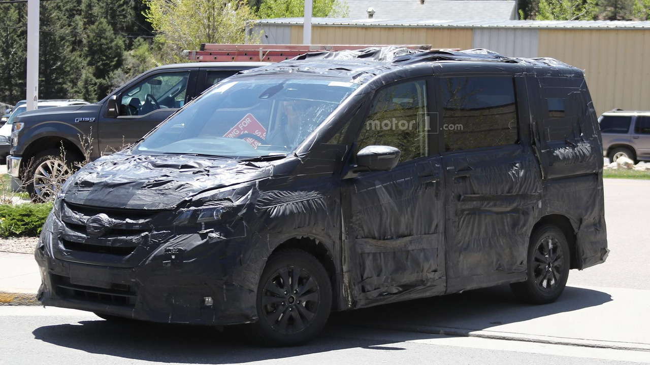 next-gen-nissan-serena-spy-photo (7)