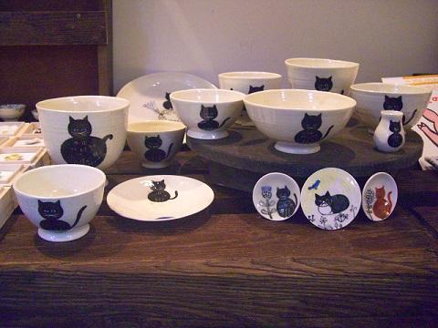 またまたいろんな表情の、Newねこちゃんたちの陶器です。