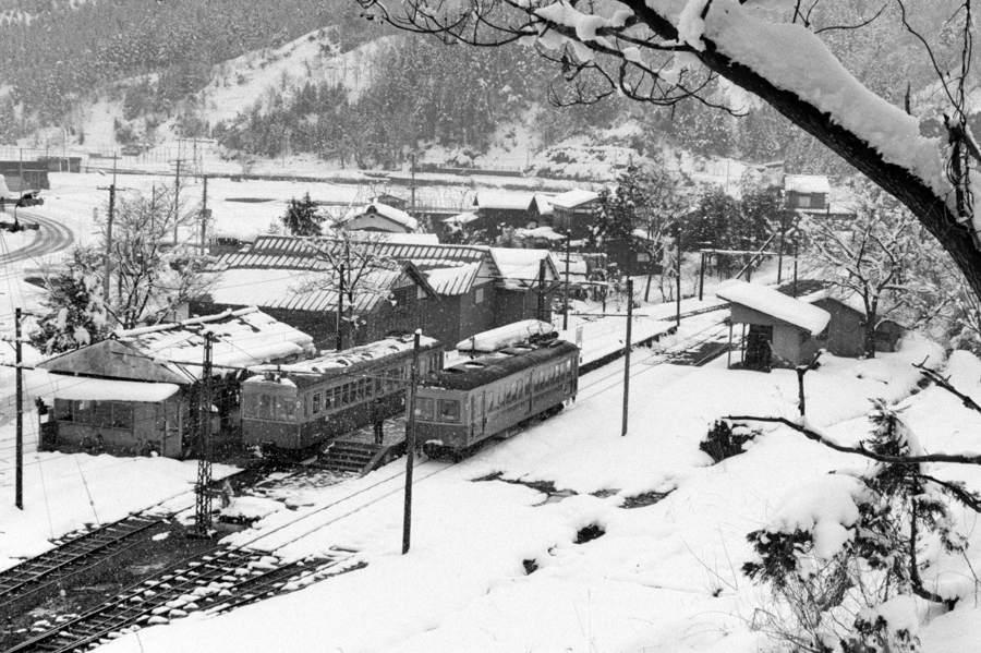蒲原鉄道 冬の七谷駅俯瞰1 198年月 16bitAdobeRGB原版 take2b