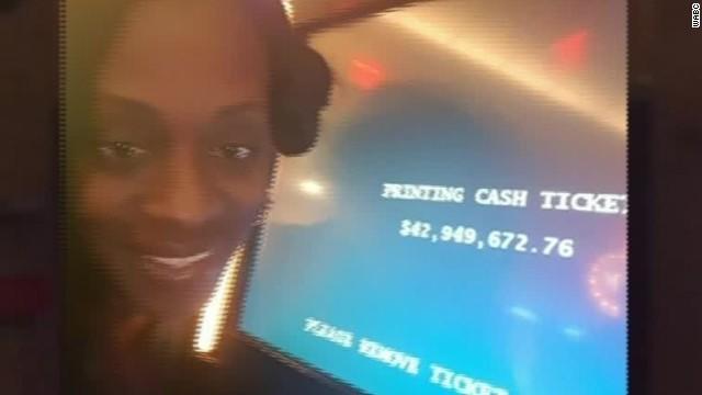 woman-wins-casino-machine-malfunction.jpg