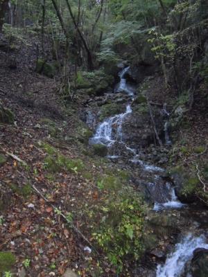 伝道登山登り口付近の滝