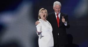 クリントン夫妻 (C)AFP 2016/ Saul Loeb