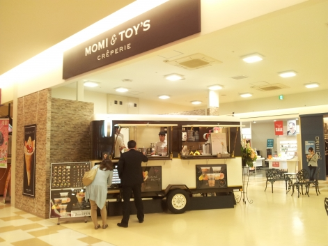 momi-and-toys3.jpg