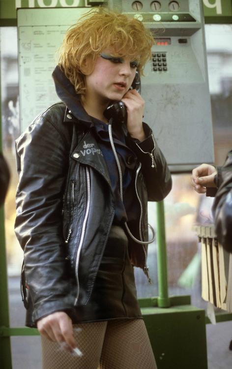 tel punk girl