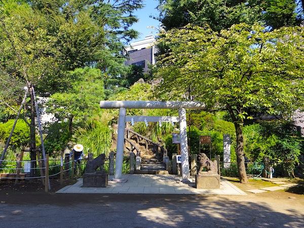 「千駄ヶ谷の富士塚(東京都指定有形民俗文化財)」
