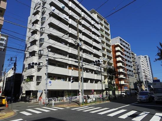 「權司稲荷塚・新田義興夫人の塚」
