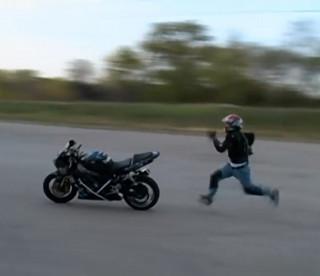 ♪盗んだバイク が走り出す♪行き先も解らぬまま
