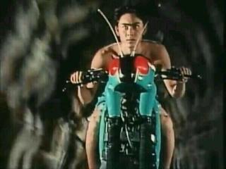 ♪盗んだバイク で走り出す♪行き先も解らぬまま