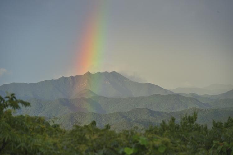 七ツ岳に架かる虹