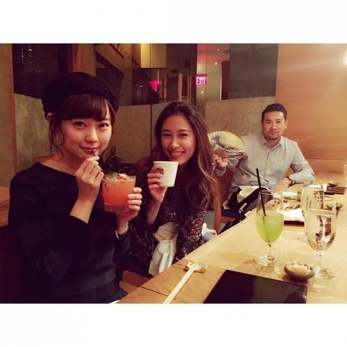 """""""みるきー""""渡辺美優紀、NYでマー君夫妻と3ショット公開「VIPすぎる」と驚きの声"""