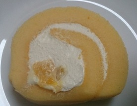 芳醇マンゴーのロールケーキ05