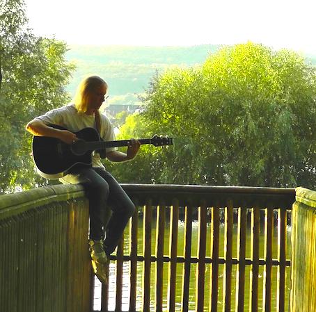 ギターひき写真
