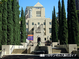 中央図書館LA