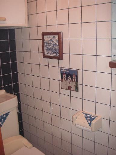 左側トイレ