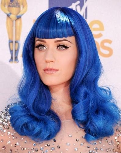 original_Katy-Perry-blue-wig-2010-mtv-movie-awards (396x500)