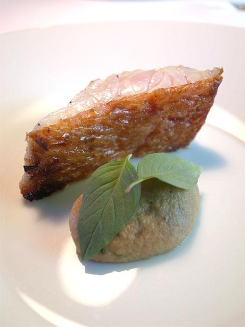160910Satoshi_F-伊豆産の金目鯛 四川山椒のビネグレットソース 賀茂茄子のピューレ タイバジルUP