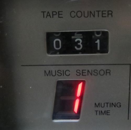 最大9曲飛び越し選曲が可能?、レックミュートの際、無音時間を表示します。