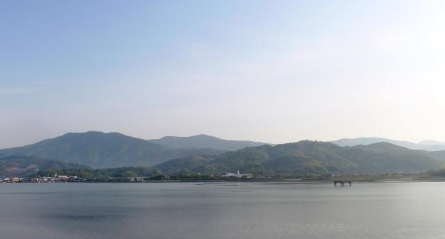 20160502_02御荘湾の向こうに篠山が
