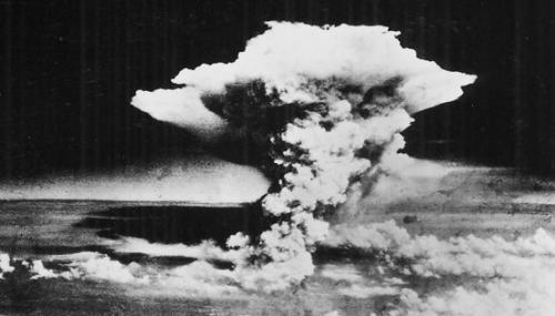 広島市に投下された原子爆弾によるキノコ雲_convert_20160528142553