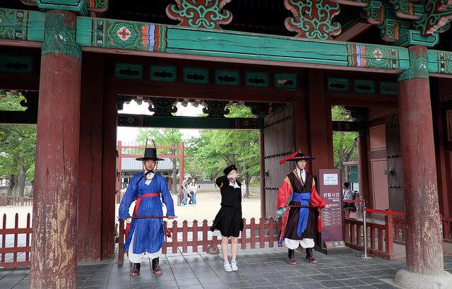 004慶基殿正門