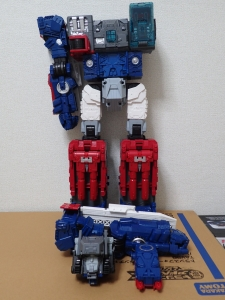 TF Titans Return Fortress Maximus 取り出し時 シールなし007
