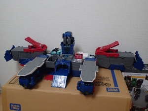 TF Titans Return Fortress Maximus 取り出し時 シールなし014