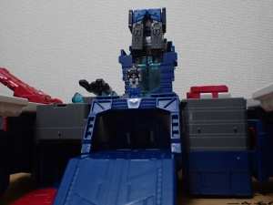 TF Titans Return Fortress Maximus 取り出し時 シールなし015
