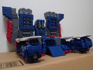 TF Titans Return Fortress Maximus 取り出し時 シールなし017