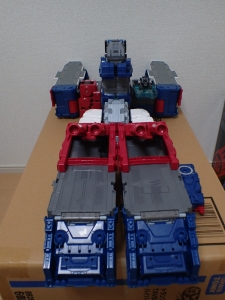 TF Titans Return Fortress Maximus 取り出し時 シールなし020