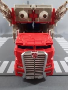 Transformers Generations Leader Powermaster Optimus Prime006