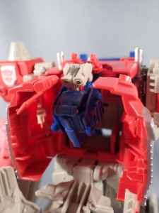 Transformers Generations Leader Powermaster Optimus Prime018