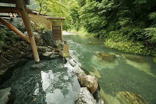 湯西川温泉沿い 本家伴久 露天温泉