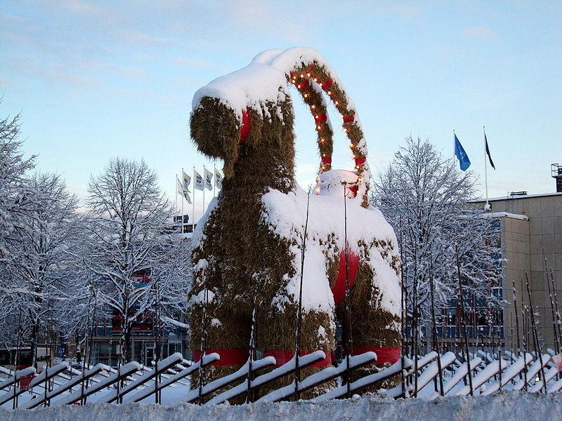 800px-Yule_goat_Gefle_Sweden_2009.jpg