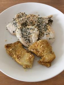 鶏胸肉ニンニクバジル焼きとカレー味