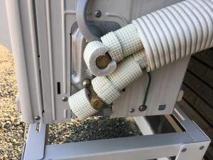 フレアナット等接続部分にも保温耐熱材を巻く