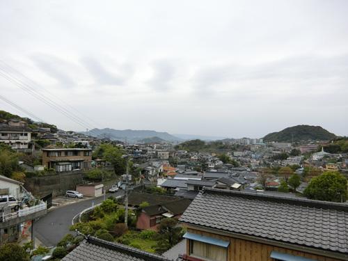 今朝は小雨が降ってます。