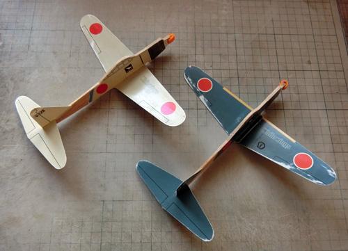 機首や尾翼周りを修理。