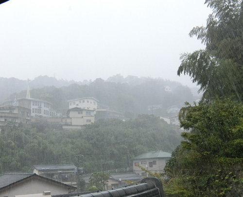 午後からは土砂降りに。