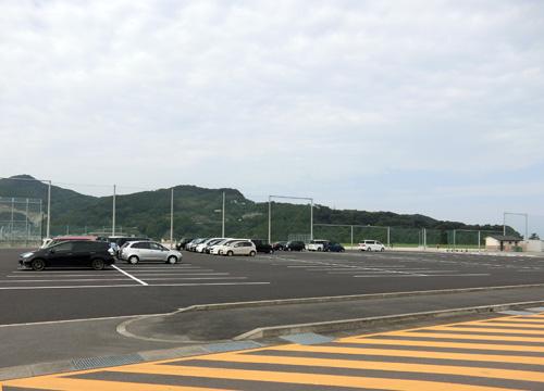 駐車場はいっぱい・・・なして?