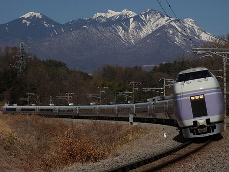 640px-Chuo_Main_Line_SuperAzusa_Yatsugatake.jpg