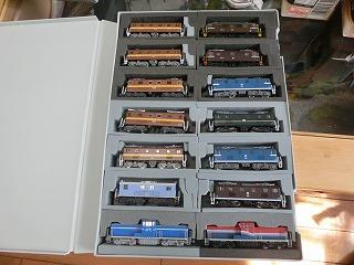 14両もの私鉄機関車用ブックケース