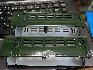 グリーン塗装した「パレオエクスプレス用客車」アップ画像③