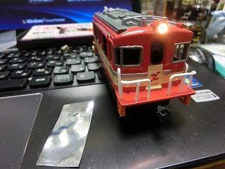 ライトを仮置きして点灯確認した「岳南電車ED403プラレール」